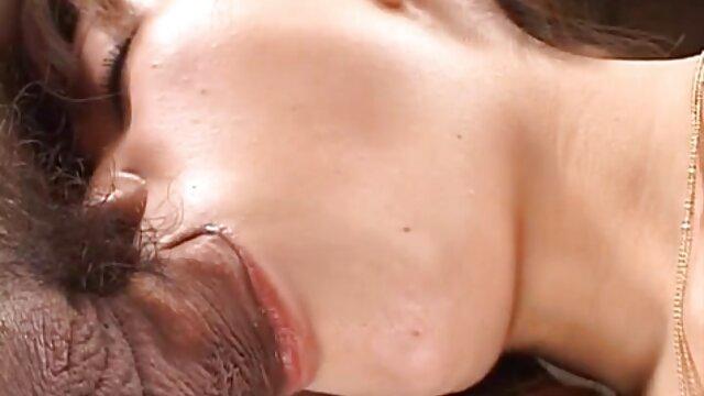恐竜女の子Fucks彼女の滑りや吸ディルド 動画 女性 アダルト