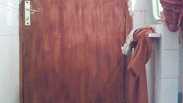 女の子は彼女のお尻にコックを持っており、精液の負荷 アダルト 女性 動画 無料