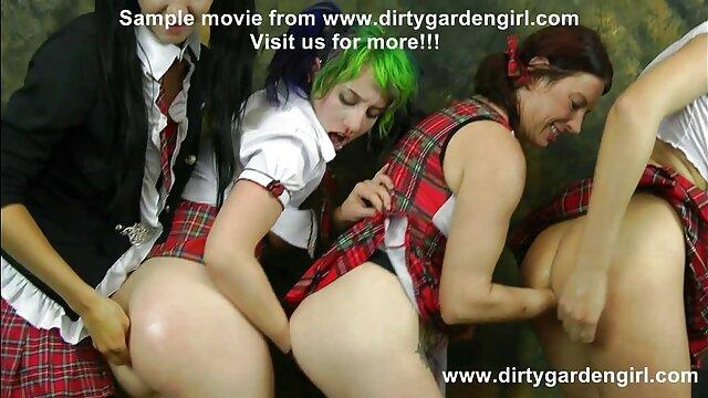 コケットは、角質の老人に彼女の素晴らしい足とお尻を披露します。 女の子 の ため の エッチ 動画 無料