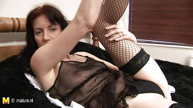 巨乳の主婦は良い性交を持っています。 無料 アダルト ビデオ 女性