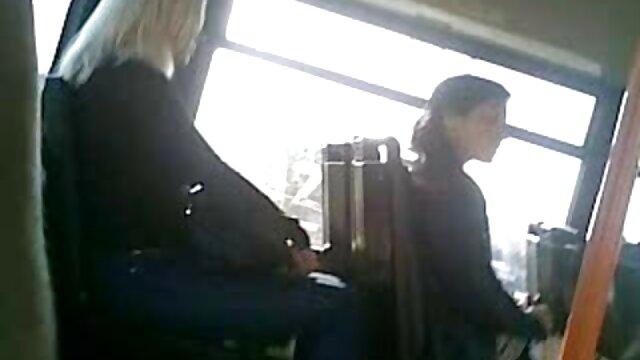 ブルネットの女性曲げ以上の角編集1 女の子 用 セックス 動画